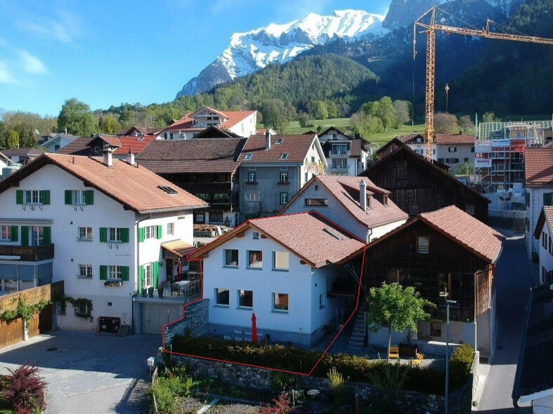 Exklusives Wohnhaus mit Weitsicht in die Bündner Berge